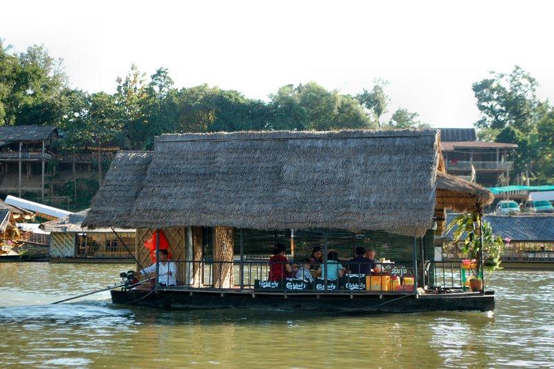2009-11-07 Vientiane - repas en restaurant-bateau avec Vinay - 008